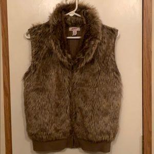 🎄Arizona Jeans faux fur vest size XL